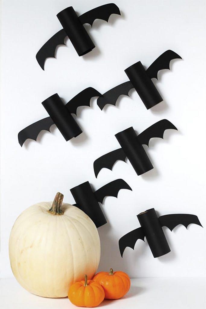 Murciélagos con rollos de papel higiénico